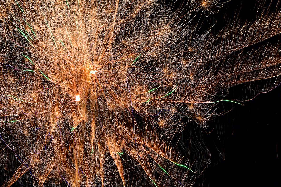 Dynamic fireworks burst